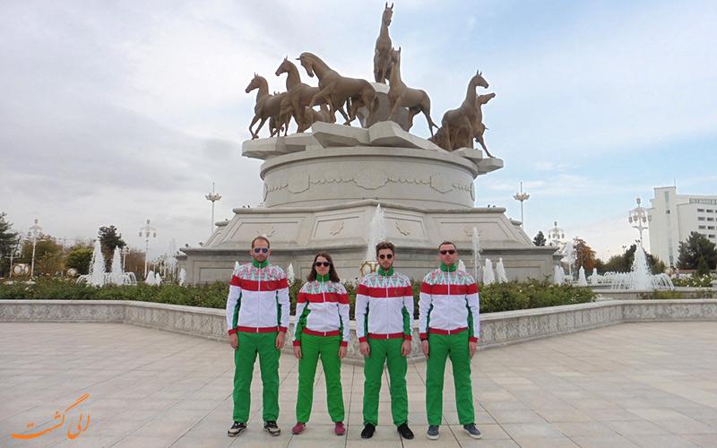 گردشگران در ترکمنستان
