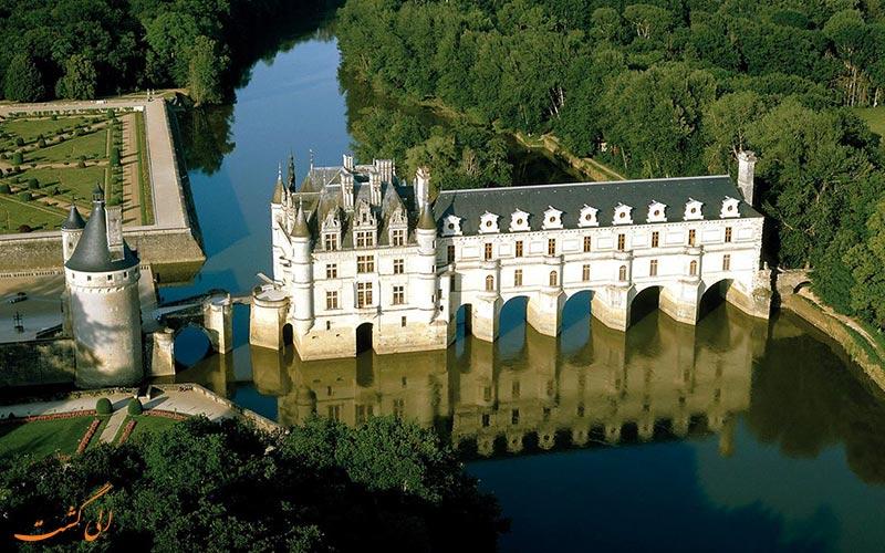 کاخی که بر روی رودخانه ساخته شده