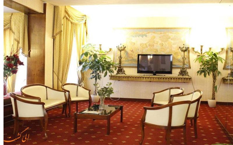 خدمات رفاهی هتل گرند هرمیتاژ رم - سالن تلویزیون