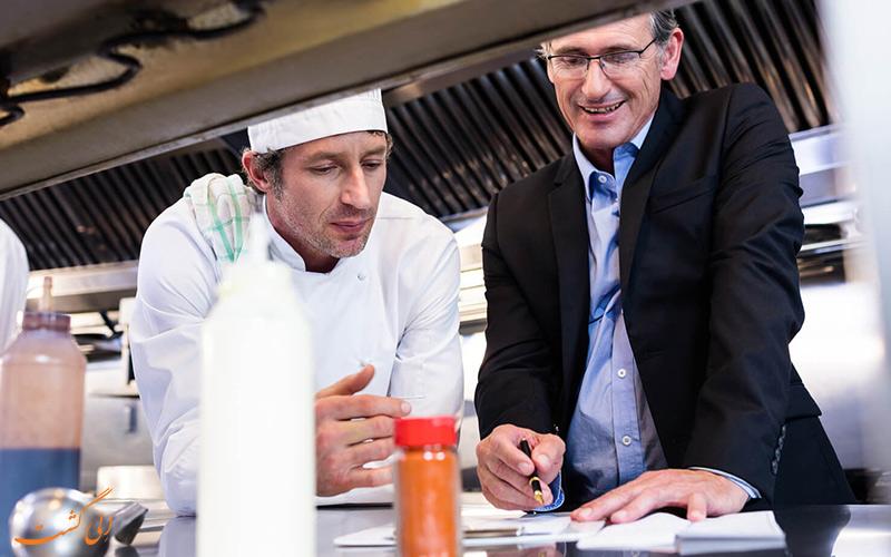 تعامل مدیر با سر آشپز