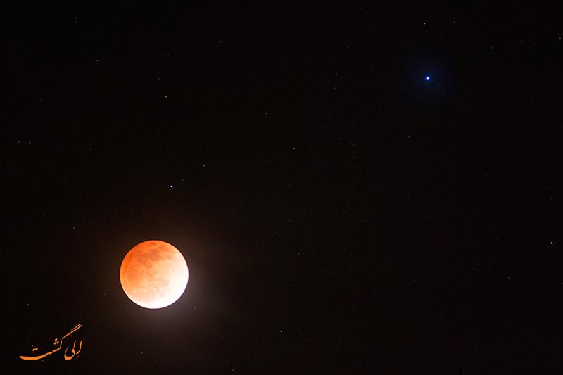 ماه قرمز رنگ در ویتنام