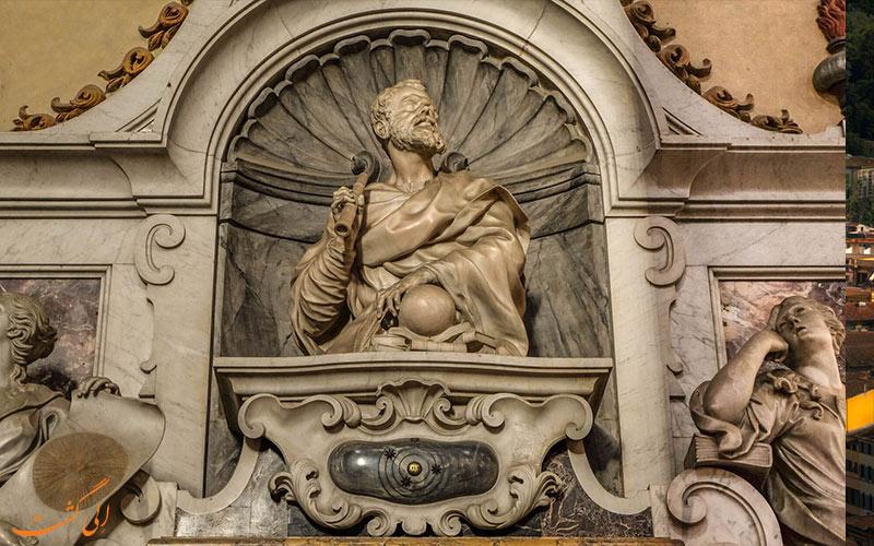 سنگ قبر کلیسا سانتا کروچه
