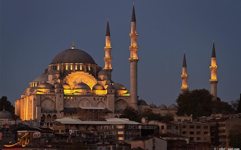 دورنما مسجد سلیمانیه یا همان ایاصوفیه در شب های استانبول