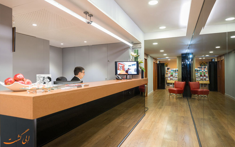 هتل سناتور بارسلونا- میز پذیرش