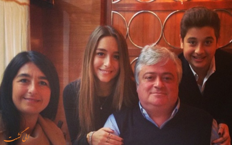 مینا باشارن به همراه خانواده اش