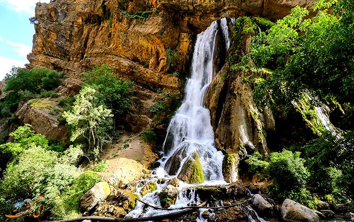 آبشار آب سفید در شهرستان الیگودرز