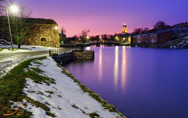 قلعه سومنلینا فنلاند در شب