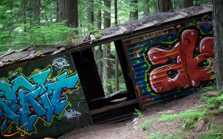 قطار سقوط کرده در دره