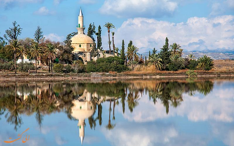 مسجدی تاریخی در آنسوی دریاچه نمک