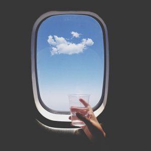 آیا در هواپیما می توانیم آب بنوشیم؟