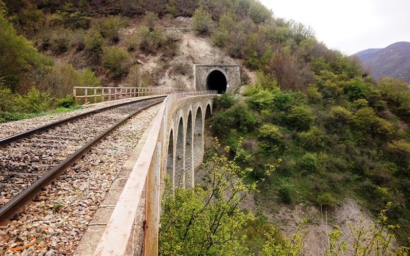 تونل گدوک یکی از جاذبه های تور قطار گردشگری شمال