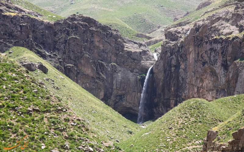 دورنمای آبشار خور