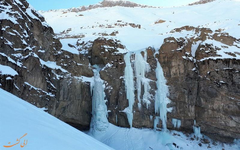 آبشار خور در فصل زمستان