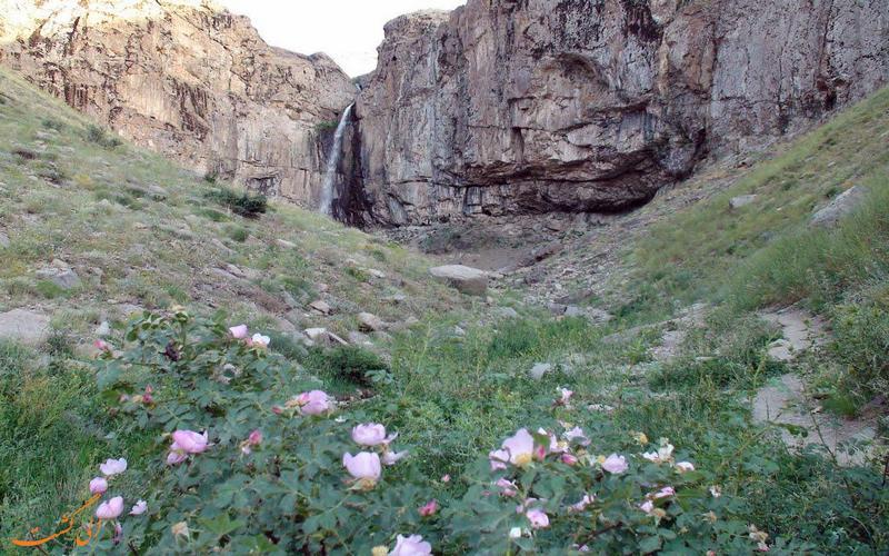 آبشار زیبای خور