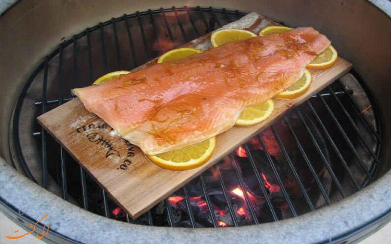 پخت غذا روی آتش-غذا بر روی چوب