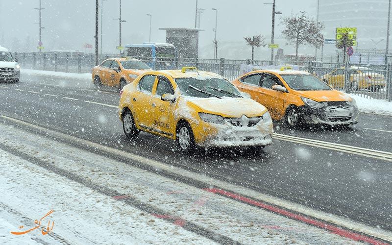 روز برفی و تاکسی در استانبول