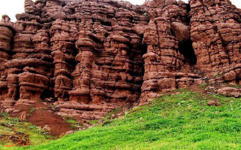 دره هفت غار در نیشابور-جاذبه های نیشابور