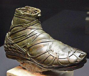 کشف یک کفش باستانی از روم باستان