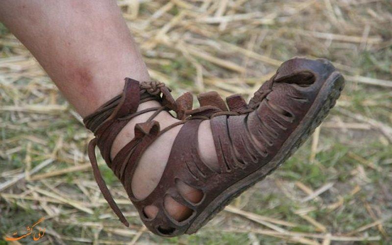 نمونه ای از یک کفش باستانی رومی