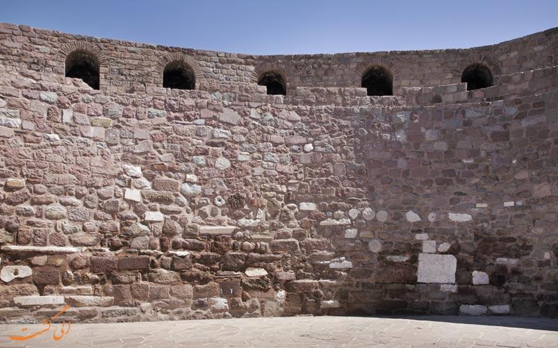 دیواره های قلعه