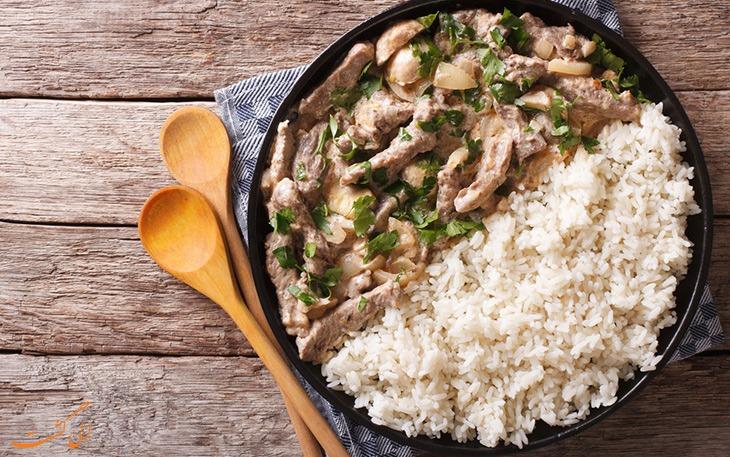 بیف استراگانف با برنج