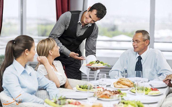 مراسم ناهار در رستوران