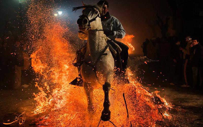 پرش از روی آتش ها با اسب