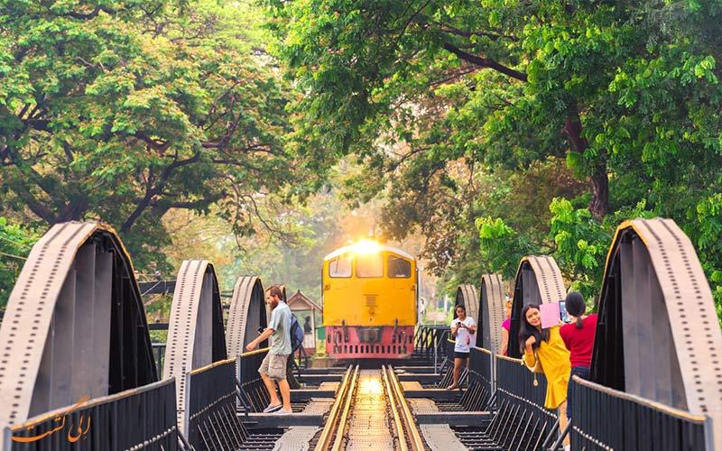 سفر با وسایل حمل ونقل عمومی