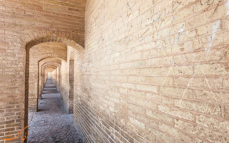 دیواره های سی و سه پل