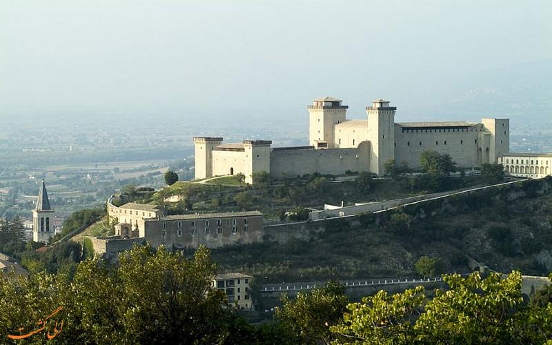 قلعه لاروکو آلبورنوزیانا