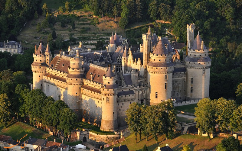 قلعه پیرفوند فرانسه