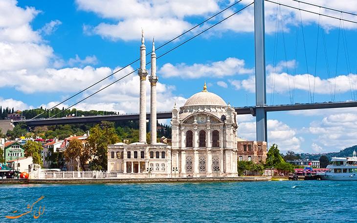 نمایی بیرونی مسجد اورتاکوی در استانبول