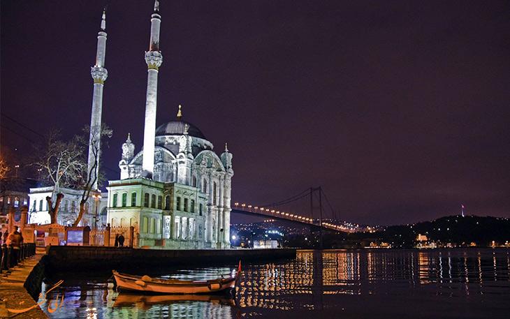 شب در مسجد اورتاکوی