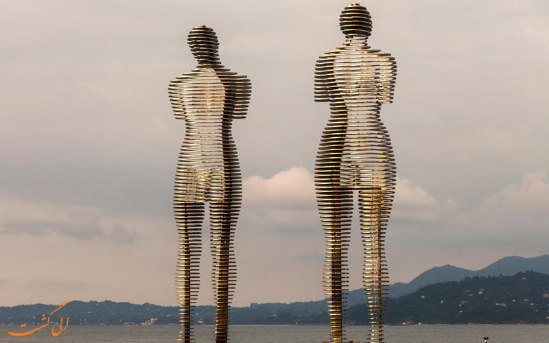 مجسمه علی و نینو در باتومی