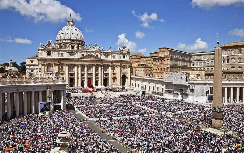 میدان سنت پیتر واتیکان-تجمع مردم