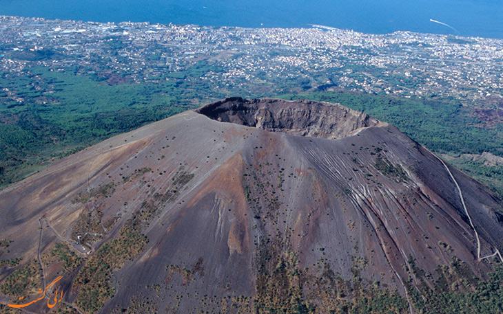 کوه وزوو