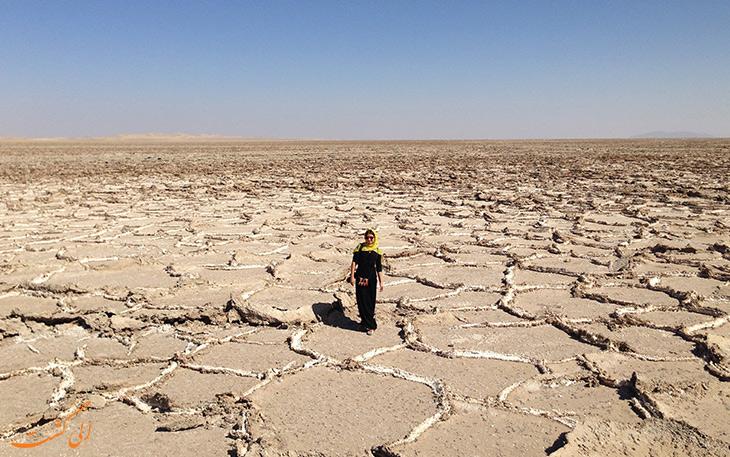 دریاچه نمکی ورزنه