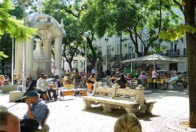 میدان لارگو دو کارمو در لیسبون-الی گشت