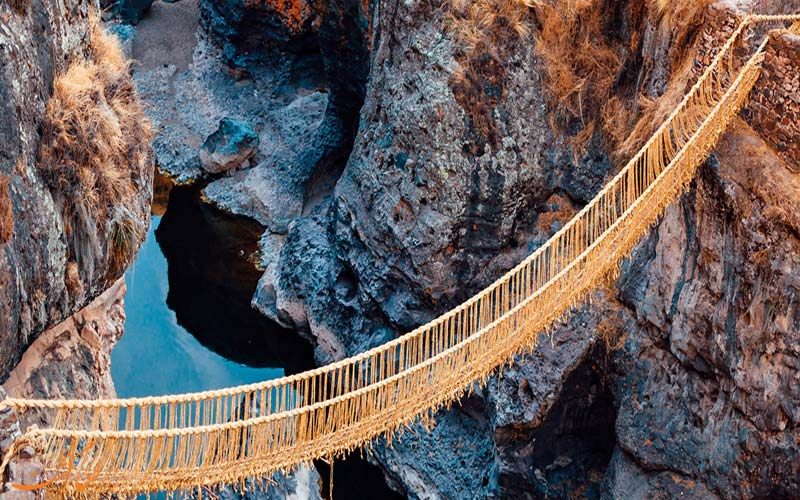 عبور از پل طنابی اینکاها در پرو-جاذبه های پرو