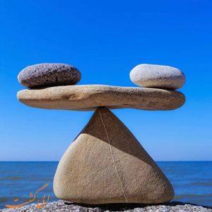 تعادل سنگ ها-الی گشت