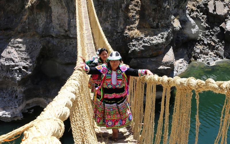 استفاده از پل طنابی اینکاها در پرو