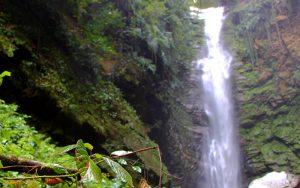 با آبشار اسکیلم رود در سوادکوه، یادگار ژوراسیک پارک آشنا شوید!