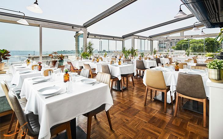 رستوران لب دریا