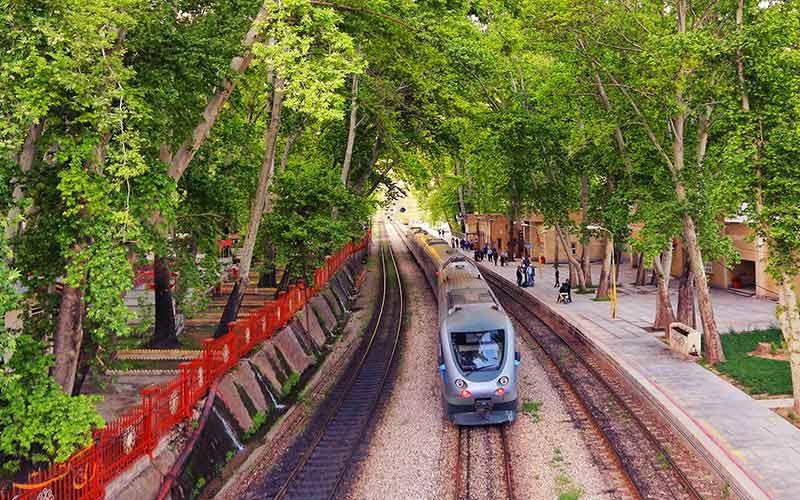تور قطار گردشگری لرستان و اراک