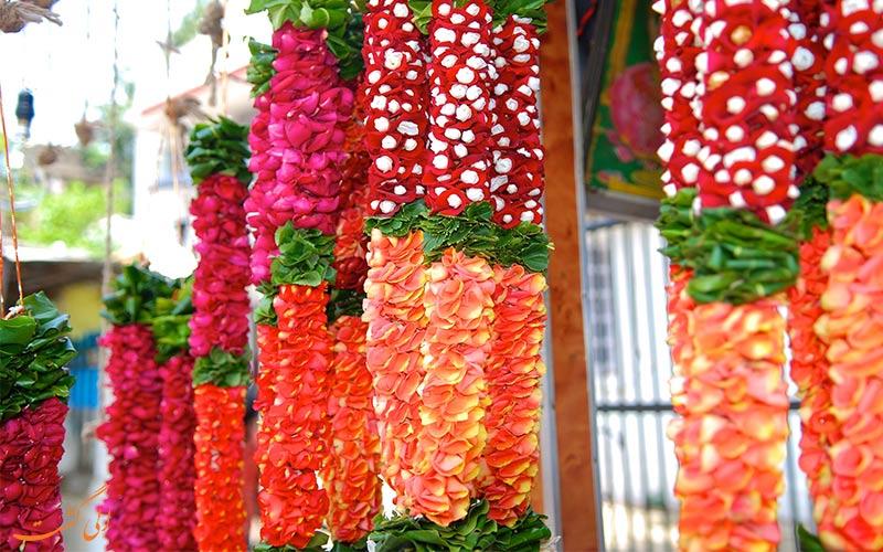 ریسه های گل در بازار گل دادار بمبئی