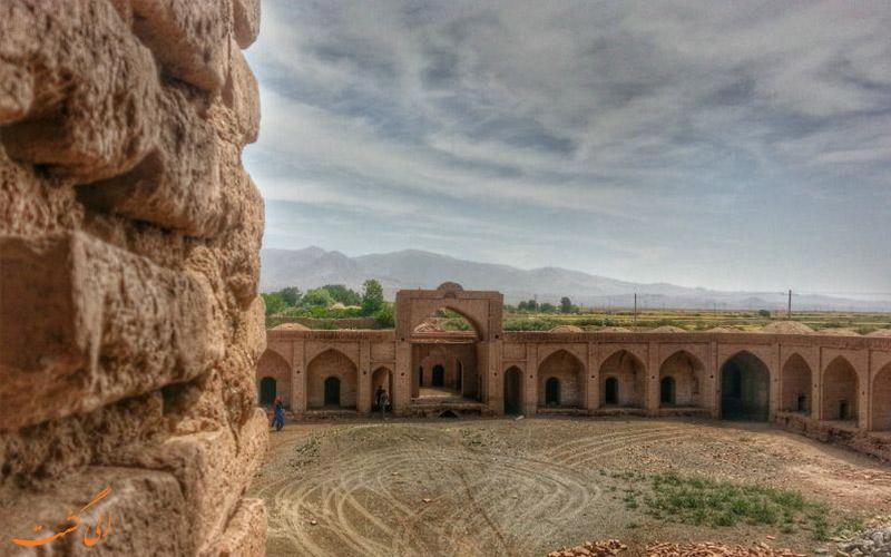 کاروانسرای-مهر سبزوار-جاذبه های جاده تهران به مشهد