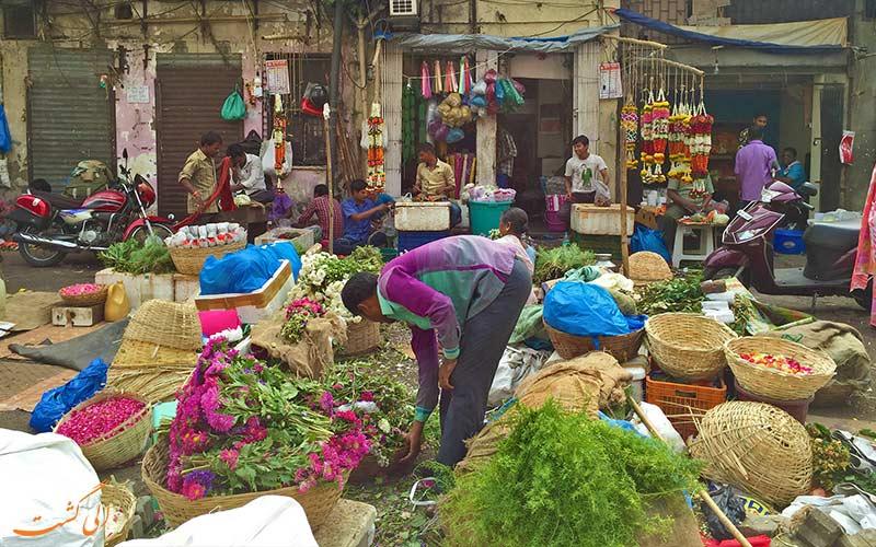 سبد گل در بازار گل دادار بمبئی