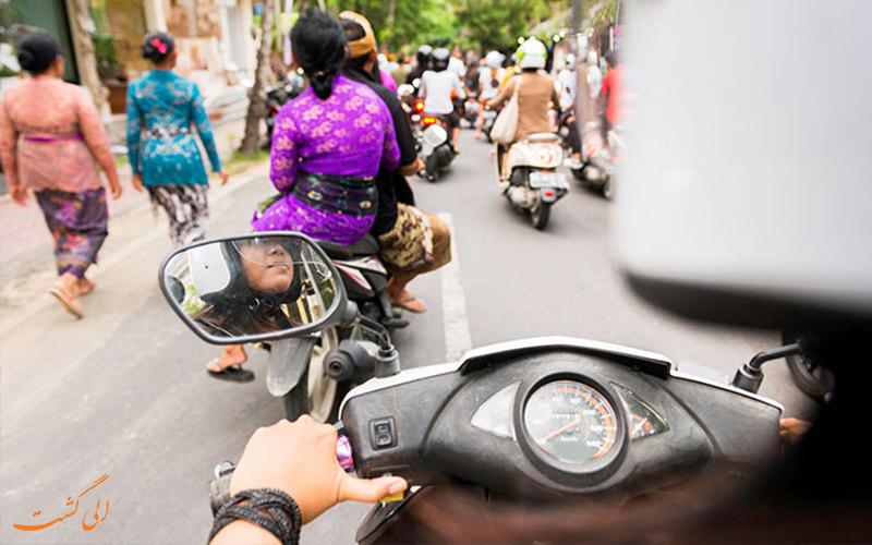 راندن موتور با اجاره موتورسیکلت در سفر