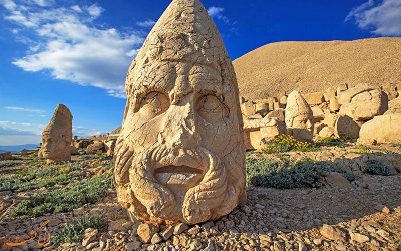 سر بریده شده در کوه نمرود ترکیه