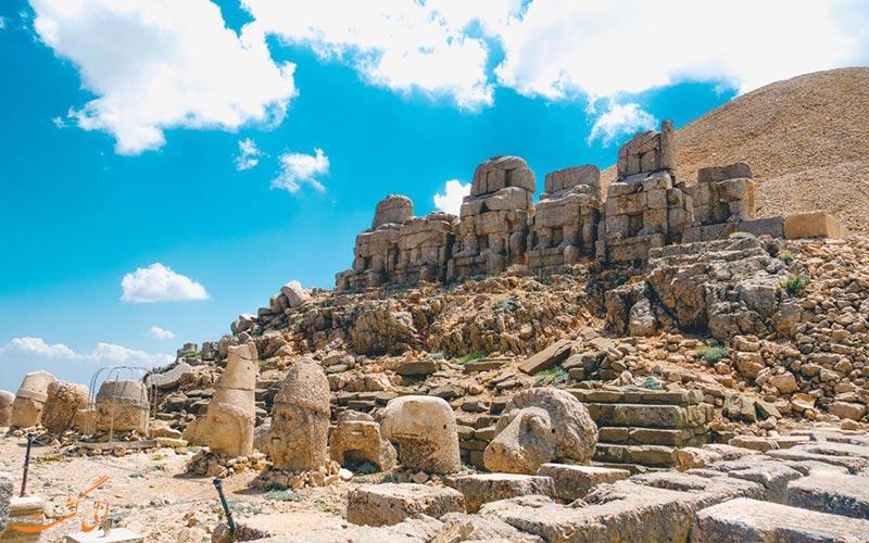 نمای کلی تراس شرقی کوه نمرود ترکیه